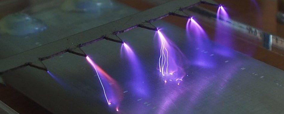 Коронный разряд при работе плазменного генератора